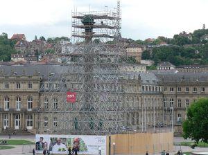 Renovierung pünktlich zum Sommerstart - die Jubiläumssäule auf dem Schlossplatz