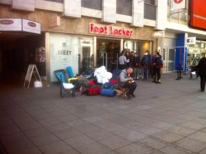 Oft das Letzte, was den obdachlosen Jugendlichen bleibt: der kalte Zigarettendunst.